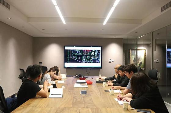 一鸿设计团队与国美设计团队进行方案讨论